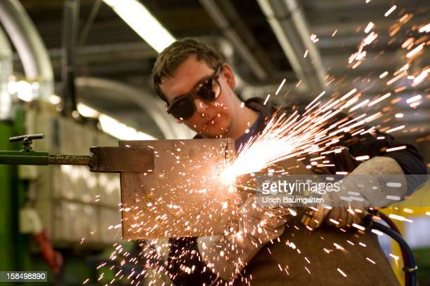 Apprenticeship as welder in the Butzweilerhof education center of chamber of commerce Cologne on December 10 2012 in Cologne Germany The...