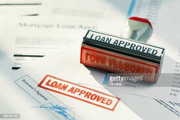 """""""prestito approvato"""" il timbro di gomma rosso approvazione di approvazione del mutuo applicazione documento"""