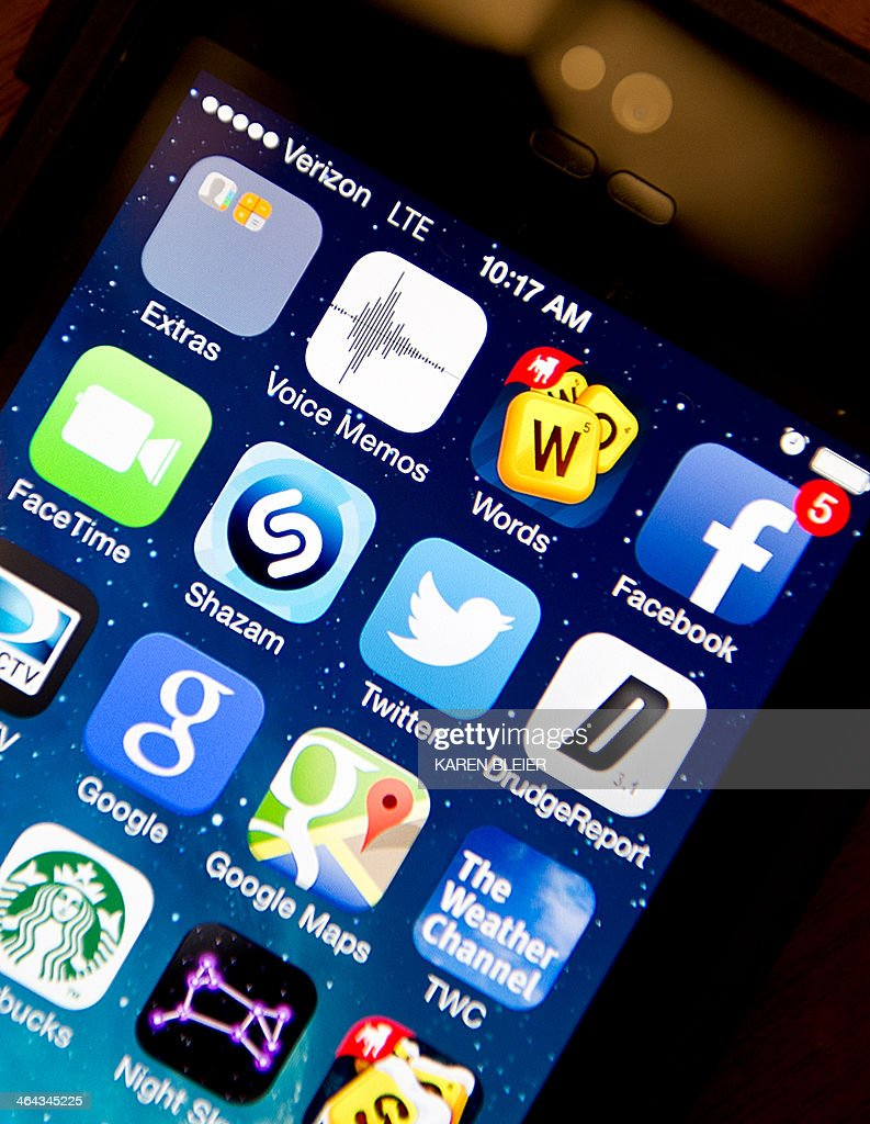 Apps are seen on Apple iPhone 5s January 22, 2014 in Washington, DC. AFP PHOTO/Karen BLEIER