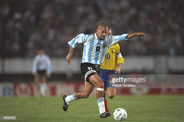Juan Sebastian Veron of Argentina lines up a shot during the World Cup qualifier against Ecuador in Buenos Aires Argentina Argentina won 21 Mandatory...