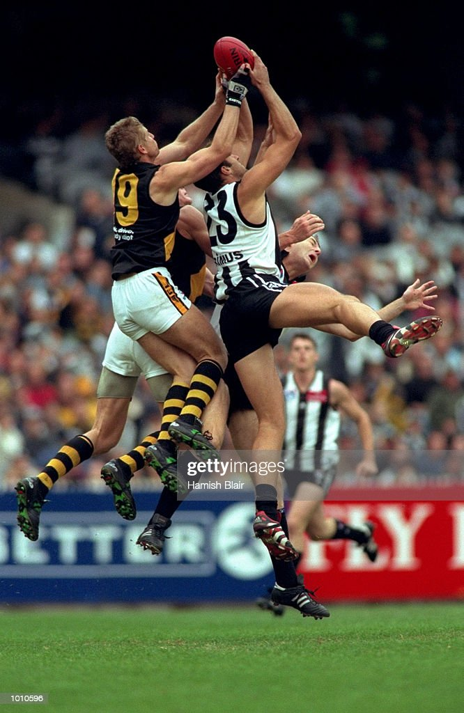 Anthony Rocca (23) of Collingwood tussles in the air with Richmond's Brett Evans (19), during the 1999 AFL Premiership Round 4 match, where Richmond (146) defeated Collingwood (96) at the MCG, Melbourne, Australia. \ Mandatory Credit: HamishBlair /Allsport