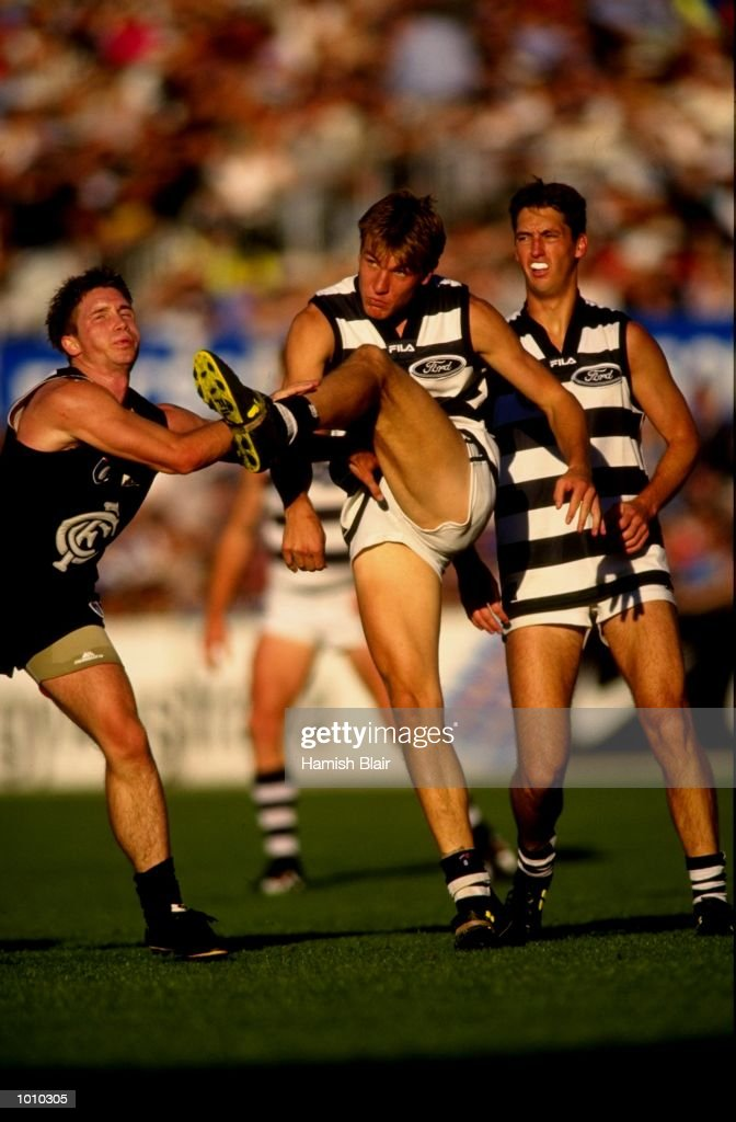 Darren Hulme of the Carlton Blues is late in his attempt to block the kick of Geelong's Darren Milburn, during the AFL Premiership Round 5 match at the Optus Oval, Melbourne, Australia. The Geelong Cats (115) defeated the Carlton Blues (65). \ Mandatory Credit: Hamish Blair /Allsport