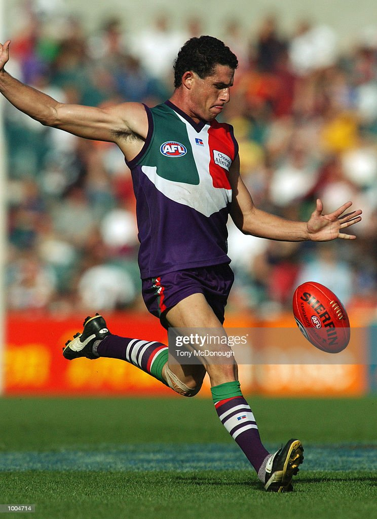 07 Apr 2002: Ben Cunningham #38 for the Fremantle in action during the round two AFL match between t