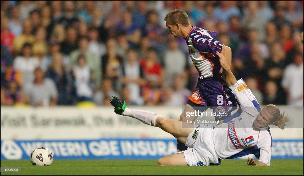 Brad Maloney #8 for Glory and Mark Wilson #8 for Newcastle during the major semi-final first leg between Perth Glory v Newcastle United, played at the Subiaco Oval. DIGITAL IMAGE. Mandatory Credit: Tony McDonough/Getty Images