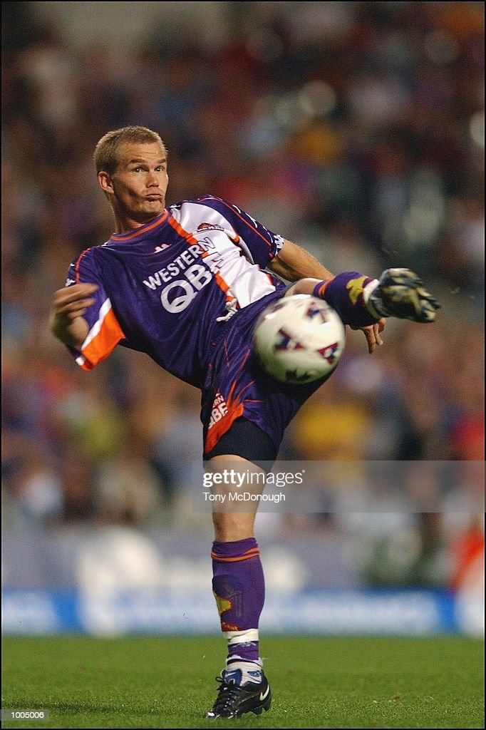 Brad Maloney #8 for Glory during the major semi-final first leg between Perth Glory v Newcastle United, played at the Subiaco Oval. DIGITAL IMAGE. Mandatory Credit: Tony McDonough/Getty Images