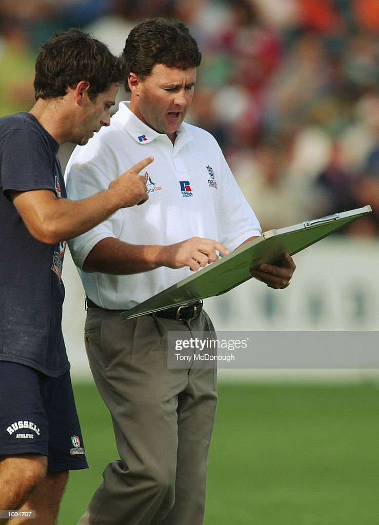 Chris Connolly, coach for the Fremantle Dockers dicusses tactics during the round two AFL match between the Fremantle Dockers and St Kilda Saints played at Subiaco Oval in Western Australia.Mandatory Credit: Tony McDonough/Getty Images