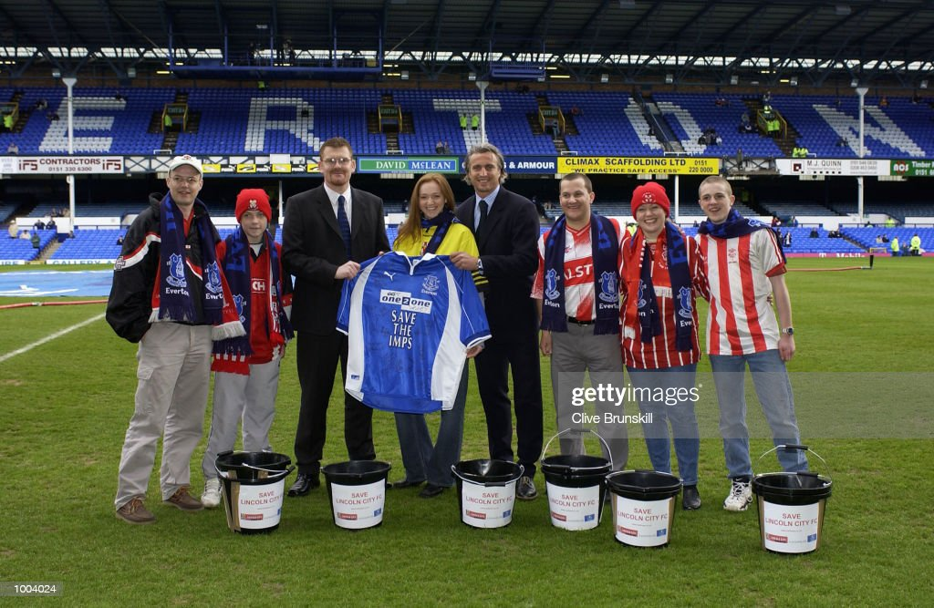 David Ginola of Everton pose for photographs on the pitch with Lincoln City fans who have been collecting funds to help their club financially before the Everton v Leicester City FA Barclaycard Premiership match at Goodison Park, Everton. DIGITAL IMAGE Mandatory Credit: Clive Brunskill/Getty Images
