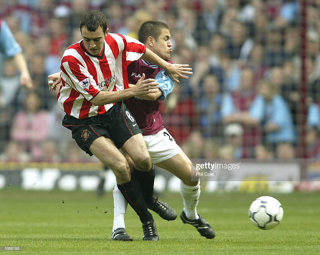 Gavin McCann of Sunderland is pushes off the ball by Joe Cole of West Ham during the FA Barclaycard Premiership match between West Ham United and Sunderland at Upton Park, London. DIGITAL IMAGE. Mandatory Credit: Phil Cole/Getty Images