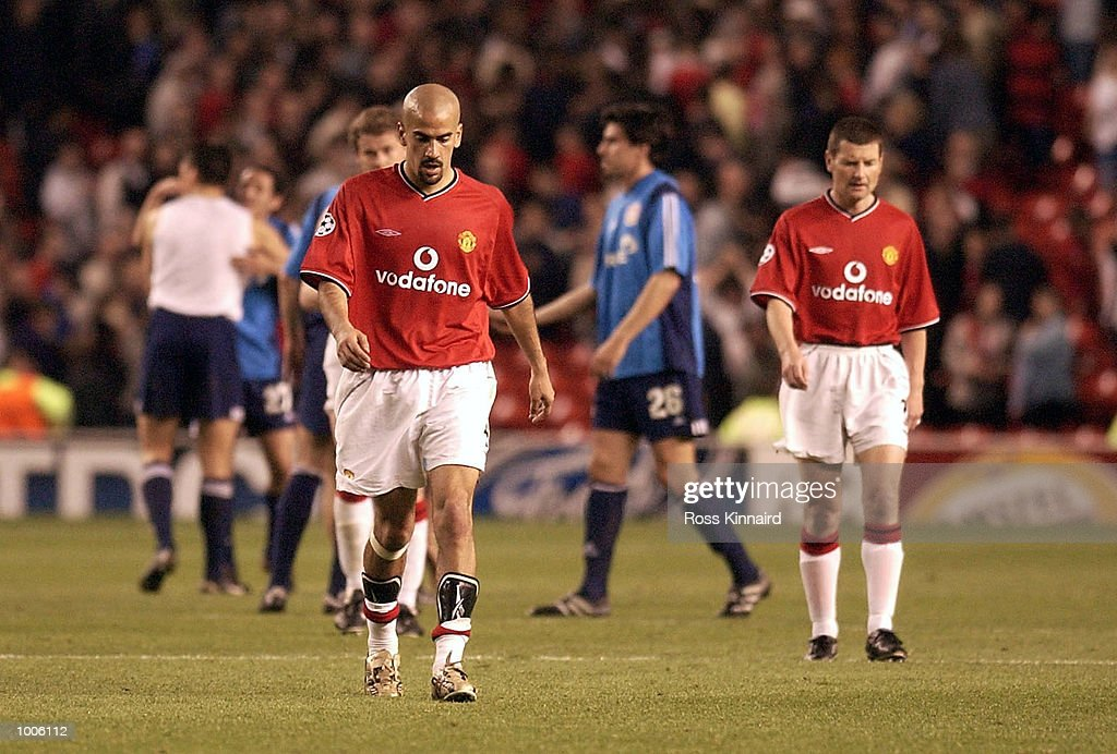 Juan Veron and Denis Irwin of Man Utd walk off in disappiontment after the Manchester United v Bayer Leverkusen UEFA Champions League Semi Final, First Leg match from Old Trafford, Manchester. DIGITAL IMAGE Mandatory Credit: Ross Kinnaird/Getty Images