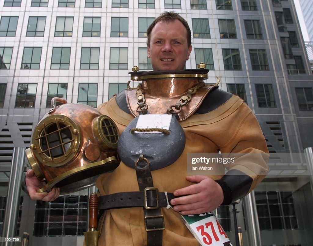 Lloyd Scott of Essex takes a breather as he attempts to complete The 2002 Flora London Marathon dressed in a deep sea diver's suit. DIGITAL IMAGE Mandatory Credit: Ian Walton/Getty Images