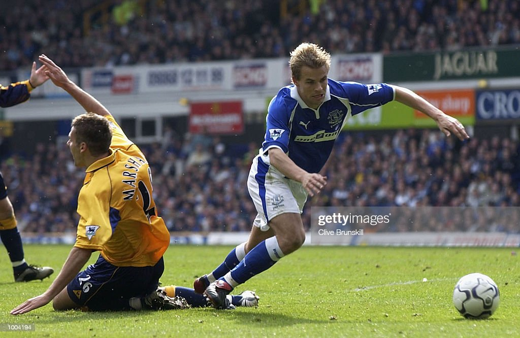 Niclas Alexandersson of Everton is fouled by Lee Marshall of Leicester during the Everton v Leicester City FA Barclaycard Premiership match at Goodison Park, Everton. DIGITAL IMAGE Mandatory Credit: CLIVE BRUNSKILL/Getty Images