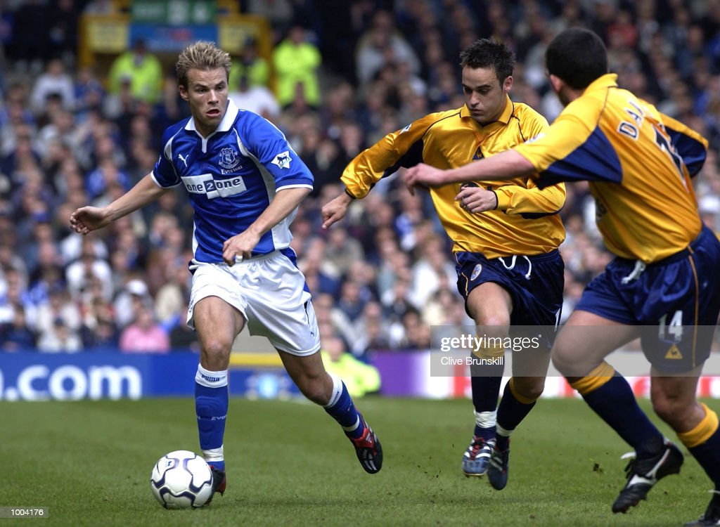 Niclas Alexandersson of Everton moves forward with the ball during the Everton v Leicester City FA Barclaycard Premiership match at Goodison Park, Everton. DIGITAL IMAGE Mandatory Credit: CLIVE BRUNSKILL/Getty Images