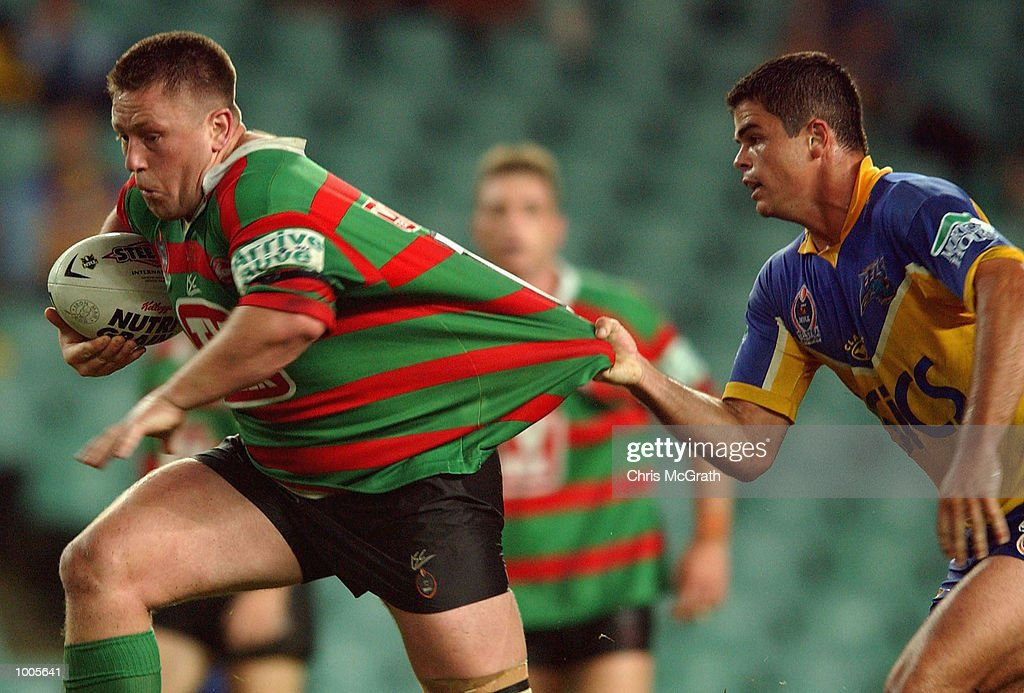 paul Stringer #10 of the Rabbitohs breaks away from Daniel Wagon #13 of the Eels during the Round 6 NRL match between the South Sydney Rabbitohs and the Parramatta Eels held at Aussie Stadium, Sydney, Australia. DIGITAL IMAGE. MandatoryCredit: Chris McGrath/Getty Images