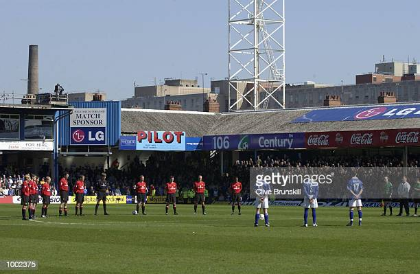 Players line up for the minuites silence during the Leicester City v Manchester United FA Barclaycard Premiership match at Filbert Street Leicester...