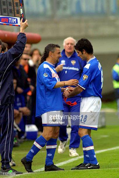 Roberto Baggio of Brescia replaces Josep Guardiola of Brescia for his return from a career threatening injury during the Serie A match between...
