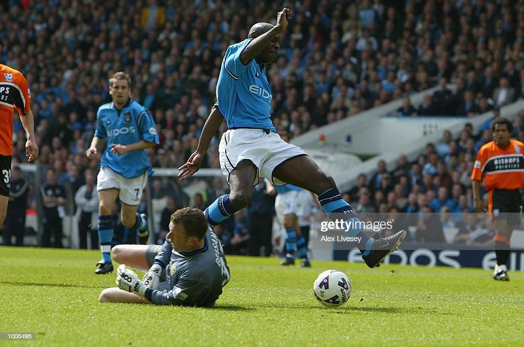 Shaun Goater of Man City beats Dave Beasant of Portsmouth to score during the Nationwide Division One match between Manchester City and Portsmouth at Maine Road, Manchester. DIGITAL IMAGE. Mandatory Credit: Alex Livesey/Getty Images