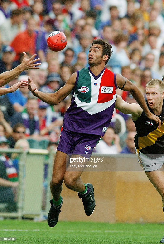 Steven Koops #28 for the Dockers juggles the ball during the AFL match between Fremantle and Richmond. The Fremantle Dockers won the match with 138 points to the Richmond Tigers 72 points, played at the Subiaco Oval, Western Australia. DIGITAL IMAGE. Mandatory Credit: Tony McDonough/Getty Images