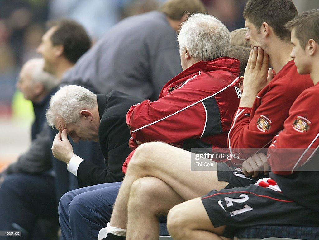 Sunderland manager Peter Reid holds his head in his hands during the FA Barclaycard Premiership match between West Ham United and Sunderland at Upton Park, London. DIGITAL IMAGE. Mandatory Credit: Phil Cole/Getty Images