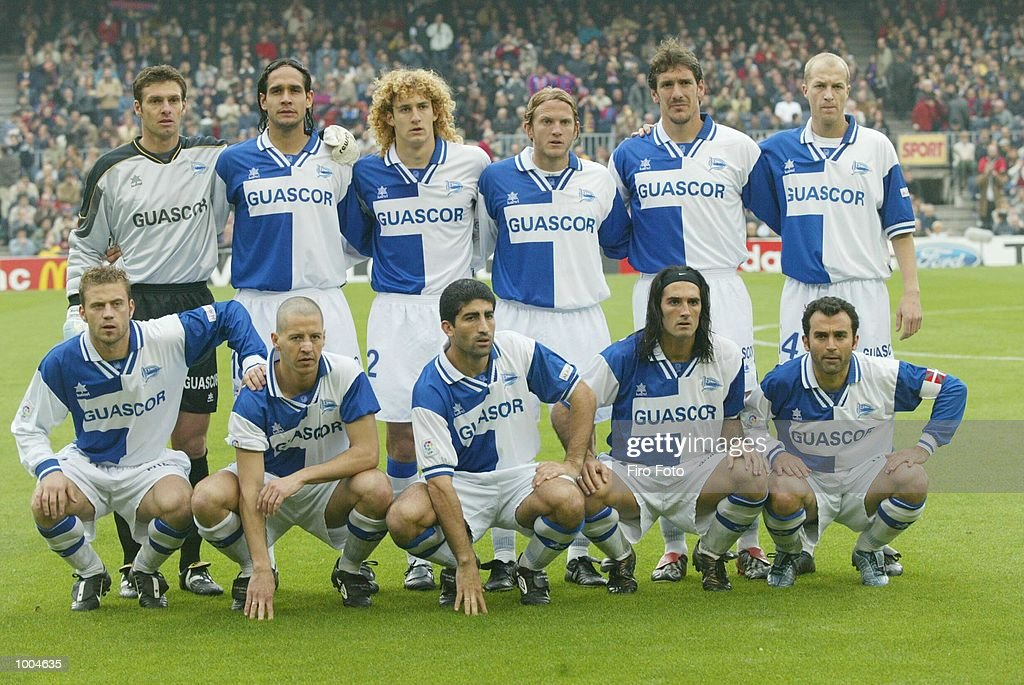 The Alaves team group line up before the Primera Liga match between Barcelona and Alaves, played at the Camp Nou Stadium, Barcelona. DIGITAL IMAGE. Mandatory Credit: Firo Foto/Getty Images