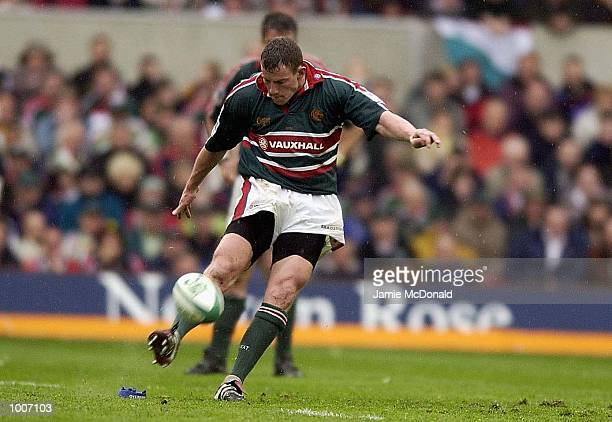 Tim Stimpson of Leicester kicks the winning penalty during the Heineken Cup Semi Final match between Leicester Tigers and Llanelli at The City Ground...
