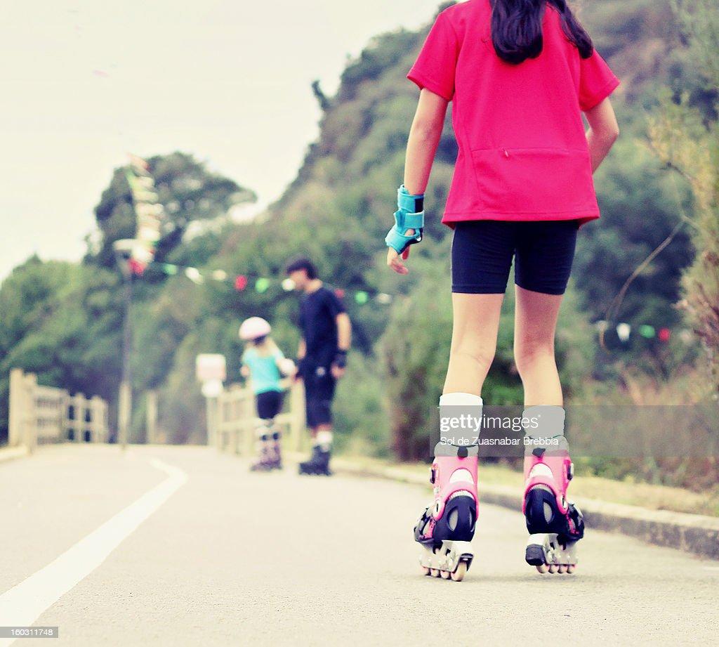 Aprender a patinar : Foto de stock