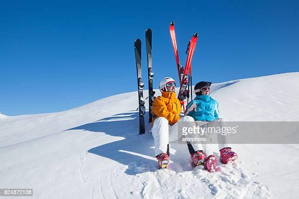 apres ski relaxing skiers
