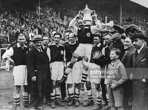 Arsenal FC football players holding the FA Cup after beating Sheffield United 10 at Wembley London
