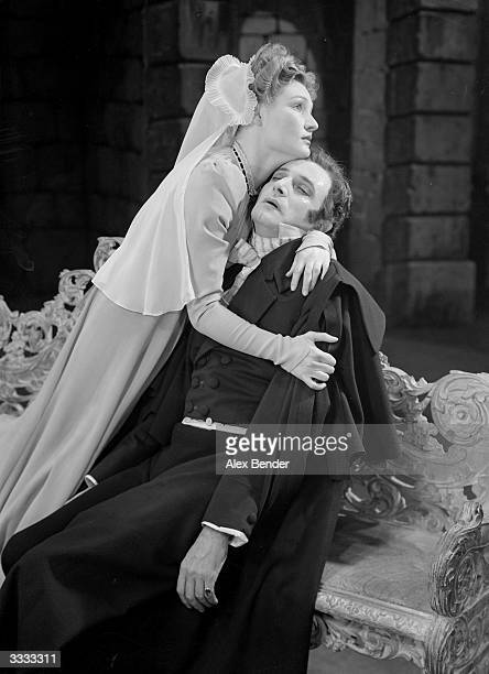 Ivor Novello and Roma Beaumont in 'Perchance To Dream' at the Hippodrome Theatre in London