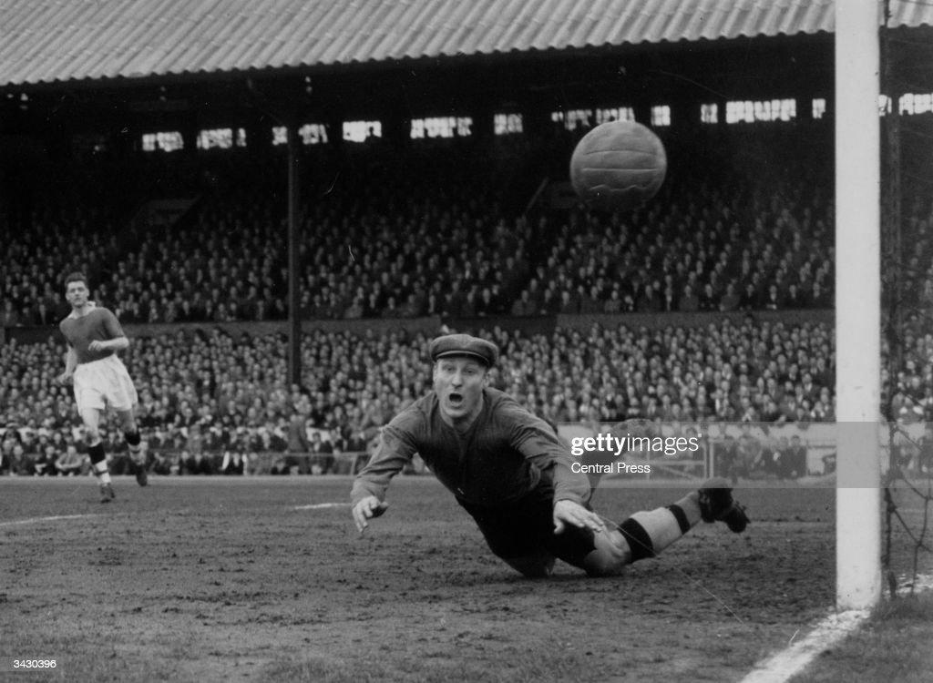 Former England Goalkeeper Bert Williams Dies At 93