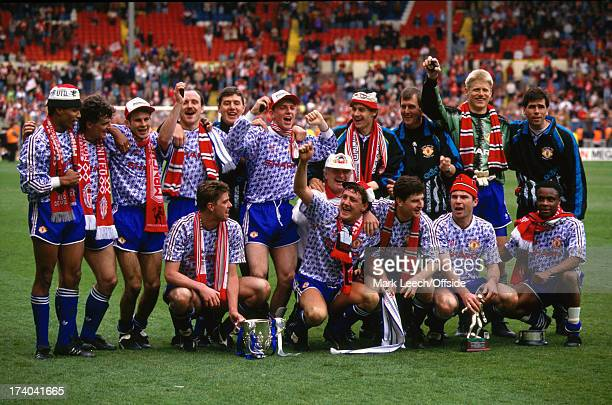 12 April 1992 Football League Cup Final Manchester United squad celebrate victory over Nottingham Forest at Wembley
