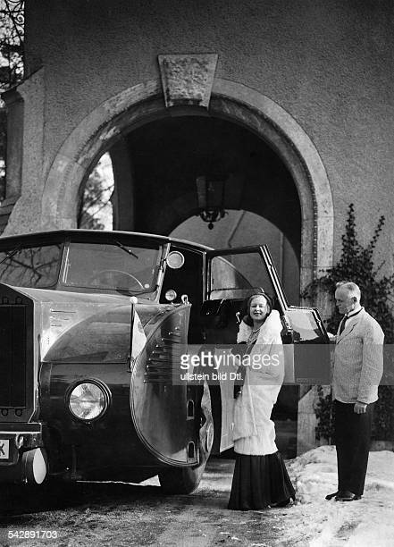 April fool hoaxAl Capone's daughter dressed for the opera getting into the armoured car date unknown 1930ies