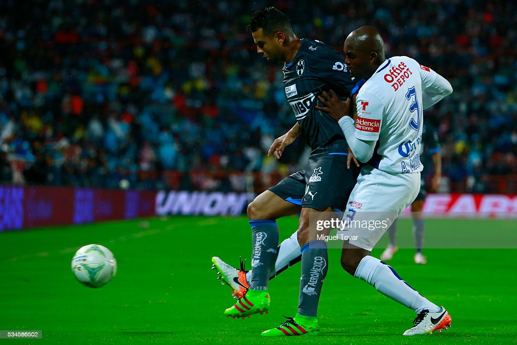 <a gi-track='captionPersonalityLinkClicked' href=/galleries/search?phrase=Aquivaldo+Mosquera&family=editorial&specificpeople=624234 ng-click='$event.stopPropagation()'>Aquivaldo Mosquera</a> of Pachuca (R) fights for the ball with <a gi-track='captionPersonalityLinkClicked' href=/galleries/search?phrase=Edwin+Cardona&family=editorial&specificpeople=7441342 ng-click='$event.stopPropagation()'>Edwin Cardona</a> of Monterrey (L) during the Final first leg match between Pachuca and Monterrey as part of the Clausura 2016 Liga MX at Hidalgo Stadium on May 26, 2016 in Pachuca, Mexico.