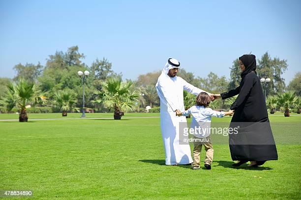 Arabische Emirate Familie im Freien im park