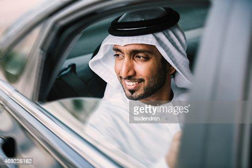 アラビアのビジネスマンの車