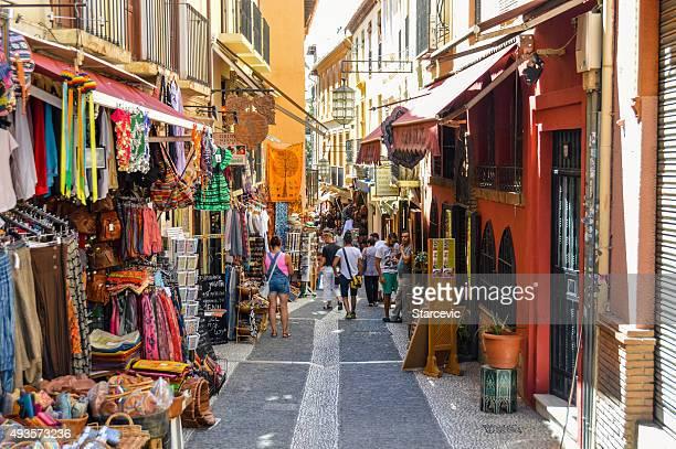 アラビアのストリートマーケットのグラナダ、スペイン