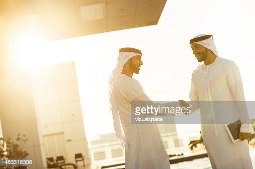 アラブ諸国に手を振る