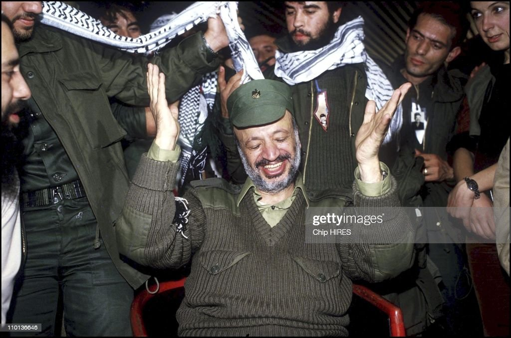 Arafat and his followers leave Tripoli,Lebanon on December 21th,1983.