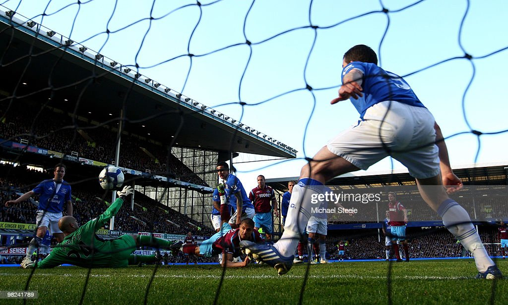 Araujo Ilan of West Ham United scores his team's second goal past <a gi-track='captionPersonalityLinkClicked' href=/galleries/search?phrase=Tim+Howard+-+Soccer+Player&family=editorial&specificpeople=11515558 ng-click='$event.stopPropagation()'>Tim Howard</a> of Everton during the Barclays Premier League match between Everton and West Ham United at Goodison Park on April 4, 2010 in Liverpool, England.