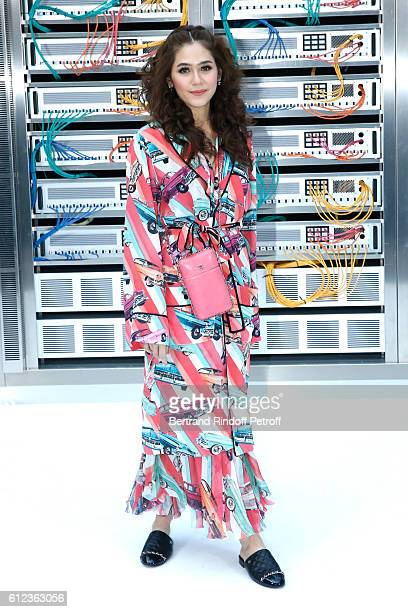 Araya A Hargate attends the Chanel show as part of the Paris Fashion Week Womenswear Spring/Summer 2017 on October 4 2016 in Paris France