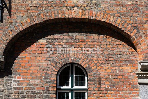 Arc shaped window on a brick wall arc brick shape stock - Arcos de ladrillo visto ...