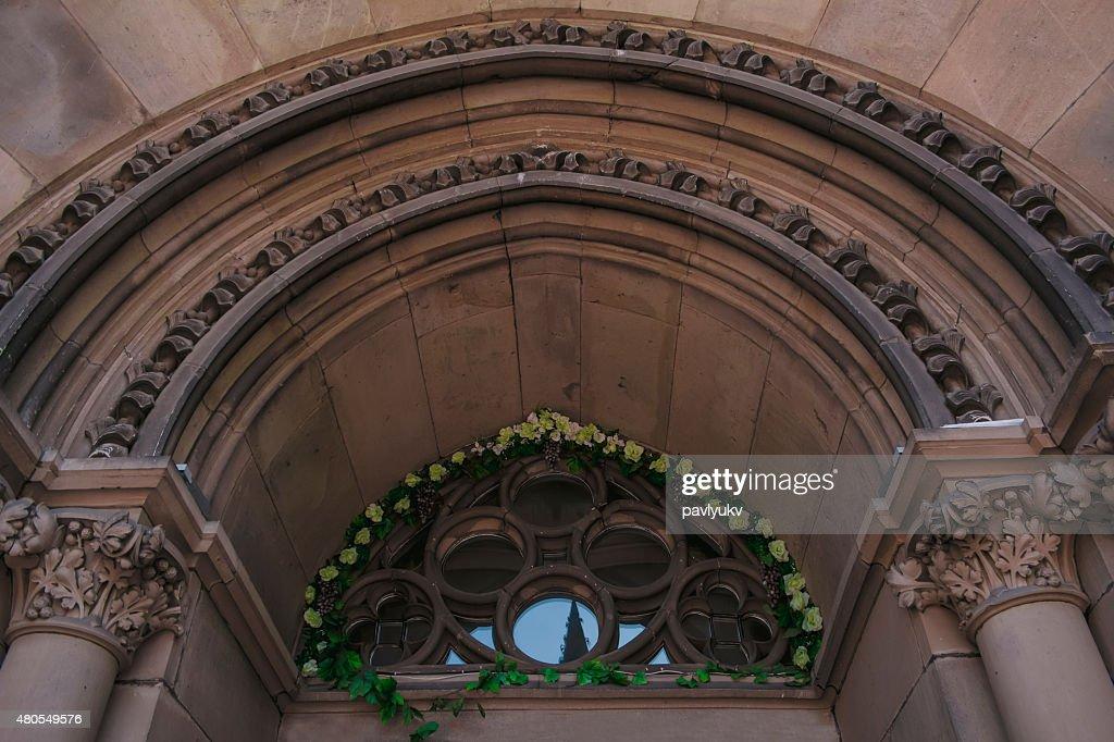 Arco na Igreja em Lviv : Foto de stock
