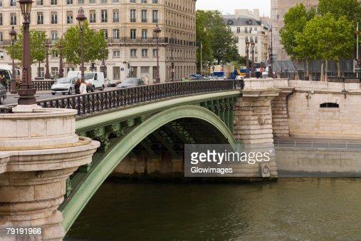 Arch bridge over a river, Paris, France : Foto de stock