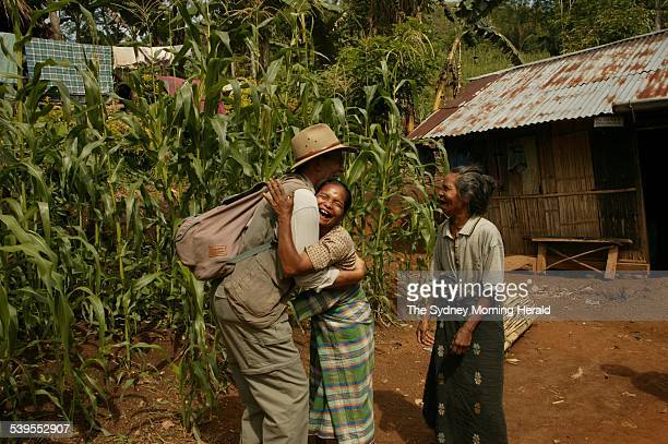 Archaeologist Douglas Hobbs is greeted by villagers at Liang Bua the location of the cave where 'hobbit' life was discovered 27 November 2004 SMH...