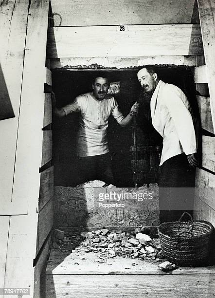 circa 1922 British archaeologist Mr Howard Carter left pictured with Lord Carnarvon at the removing of the partition wall between the antechamber and...
