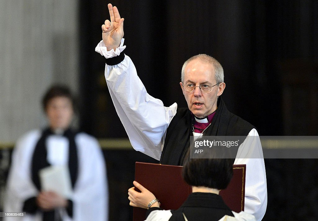 Archbishop of Canterbury Justin Welby gives a blessing at the close of the ceremony confirming his election as Archbishop at St Paul's Catheral in central London on February 4, 2013. The ceremony, known as the Confirmation of Election, forms part of the legal process by which Welby replaces his predecessor, Rowan Williams, as Archbishop of Canterbury. AFPP HOTO/POOL/TOBY MELVILLE