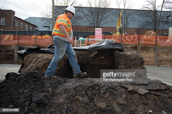Archeologist Daniel Baicy uncovers a recently discovered privy on Dec 31 2015 in Alexandria Virginia Construction crews finishing up a hotel site in...