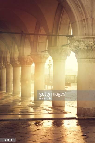 L'arco del Palazzo Ducale-Venezia Venezia all'alba