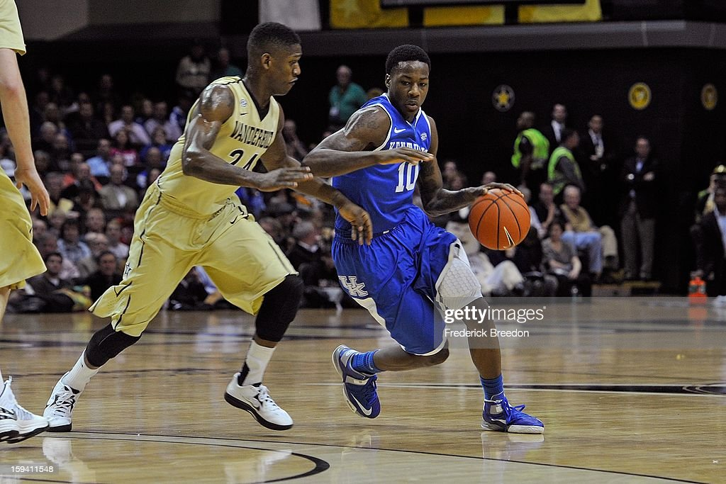 Archie Goodwin #10 of the Kentucky Wildcats plays against the Vanderbilt Commodores at Memorial Gym on January 10, 2013 in Nashville, Tennessee.