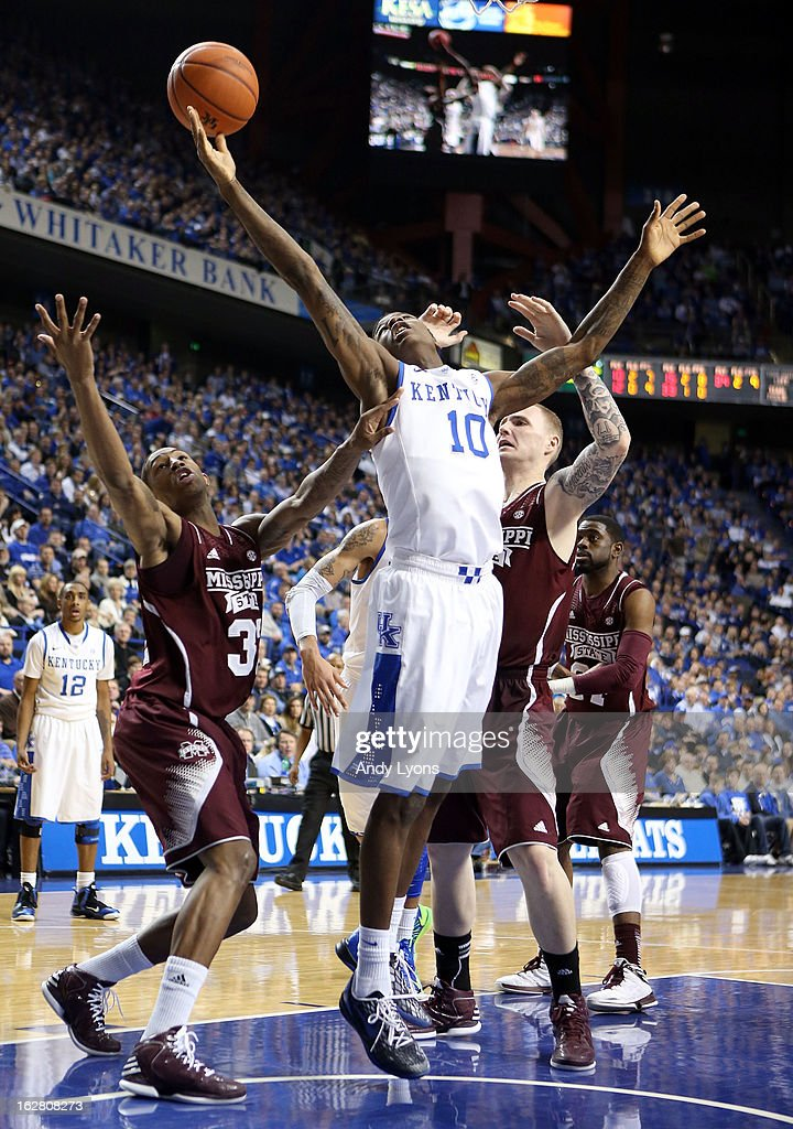 Archie Goodwin #10 of the Kentucky Wildcats reaches for the ball during the game against the Mississippi State Bulldogs at Rupp Arena on February 27, 2013 in Lexington, Kentucky.