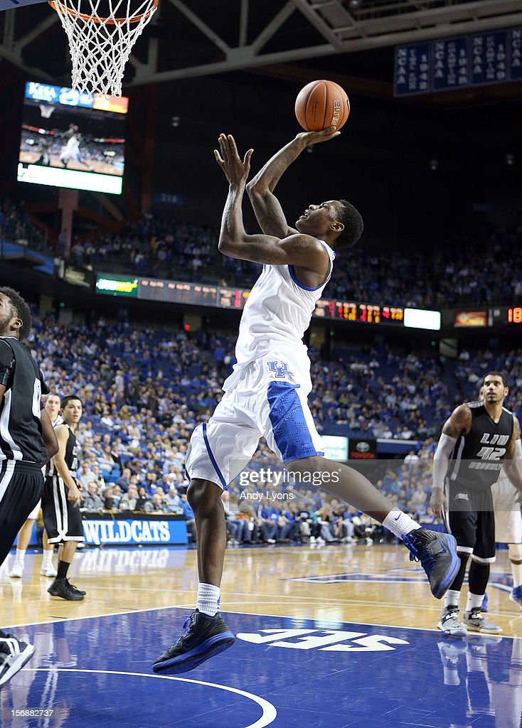 Archie Goodwin #10 of the Kentucky Wildcats shoots the ball during the game against the Long Island Blackbirds at Rupp Arena on November 23, 2012 in Lexington, Kentucky.